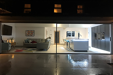 Full width extension with large slim sliding doors